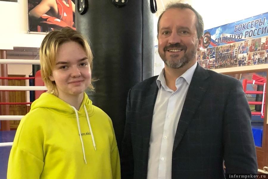 Эта милая девушка будет представлять Псковскую область в первенстве России по боксу. Фото Псковская федерация бокса
