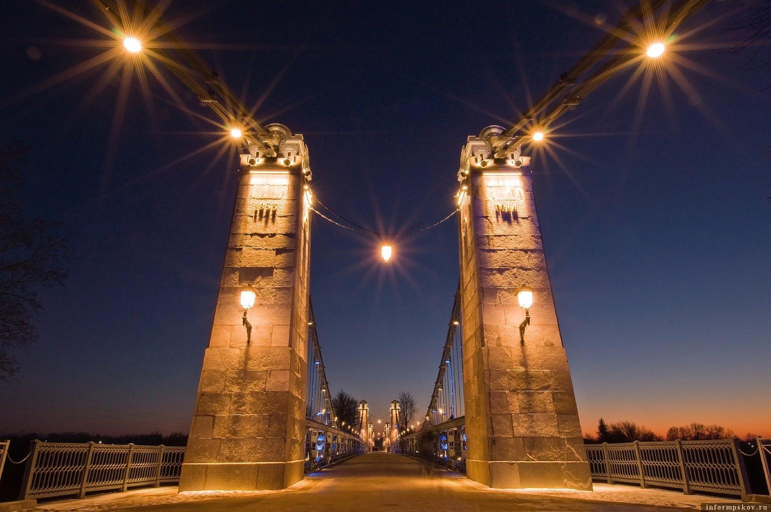 Цепные мосты в Острове. Фото Юрия Яковлева.
