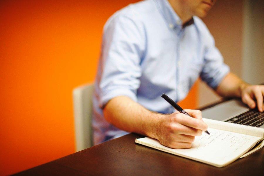 Вы можете отправлять вопросы по охране труда и вам обязательно ответят. Фото облсовпроф