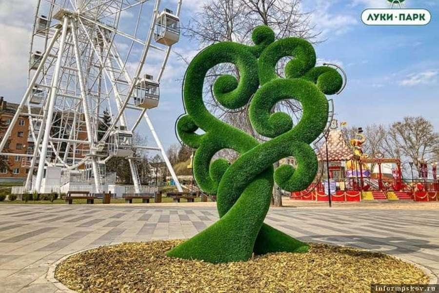 Любовь должна быть вечнозелёной, считают в Луки парке. Фото  администрации парка