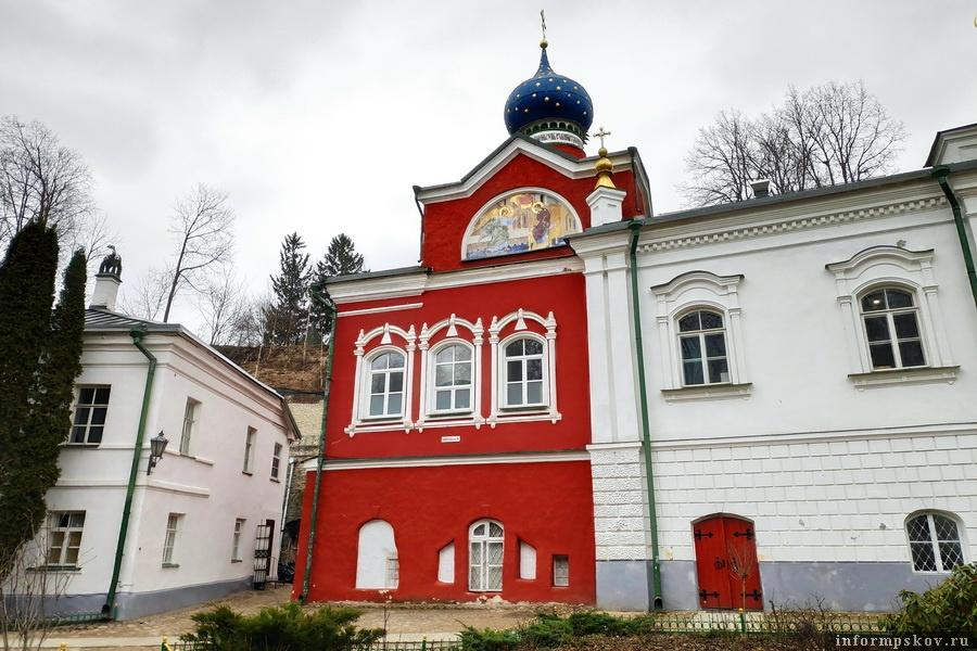 Благовещенская церковь в Псково-Печерском монастыре