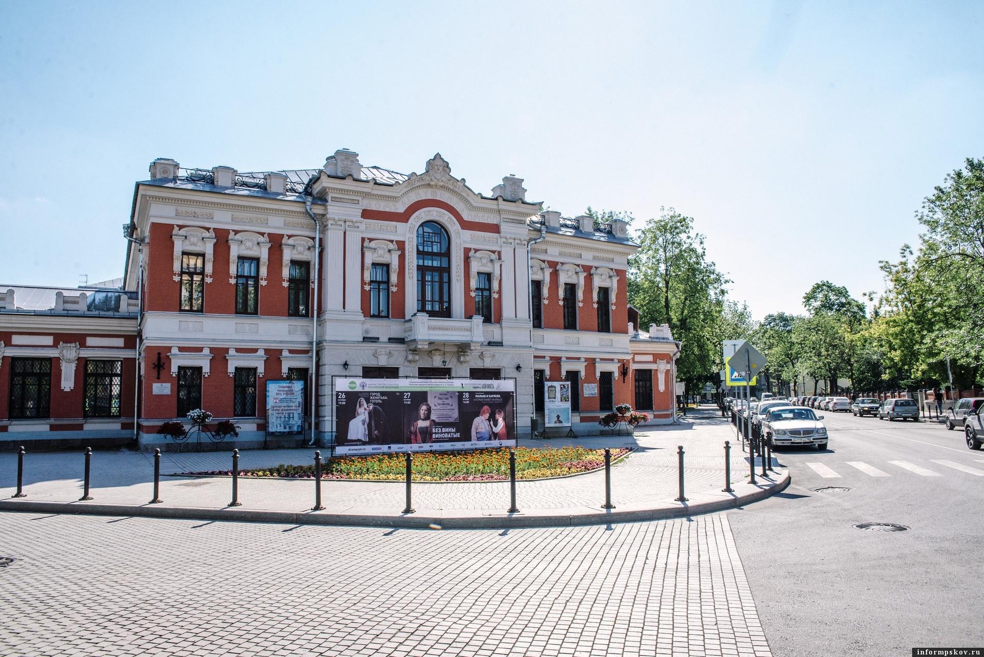 Спектакль «Смерть Тарелкина» покажут в Псковском драмтеатре в мае