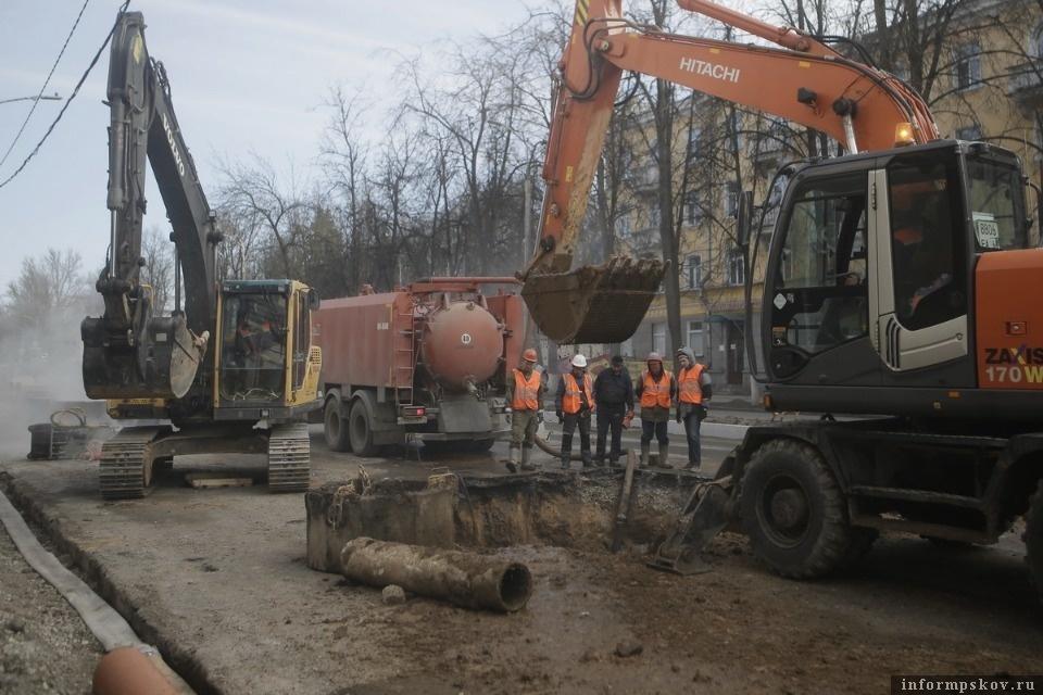 На Октябрьском проспекте перед ремонтом проезжей части переложат коммуникации. Фото Андрея Степанова