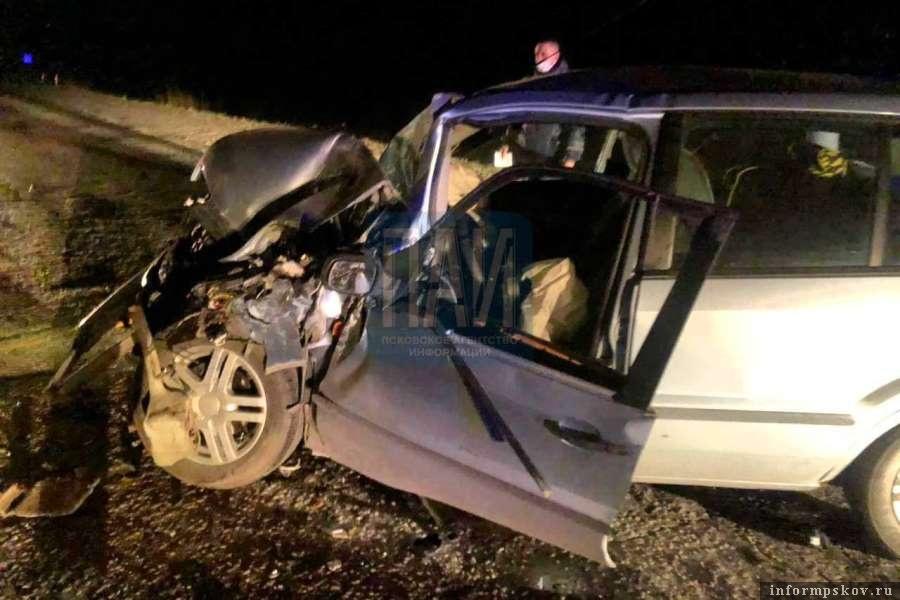 Водитель оказался зажат в салоне своего авто. Фото ПАИ