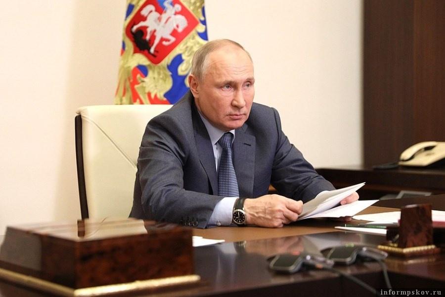 Владимир Путин предложил наградить педагогов гимназии а Казани. Фото kremlin.ru
