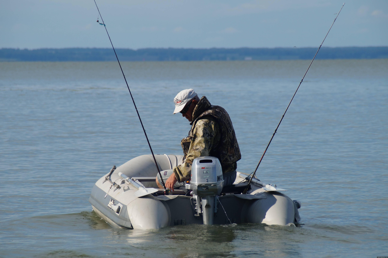 Осуществление любительского рыболовства с использованием двух и менее приманок на одно судно не будет являться способом лова «на дорожку (троллинг)? Ответа подождём до осени или первого решения суда. Фото предоставлено автором.