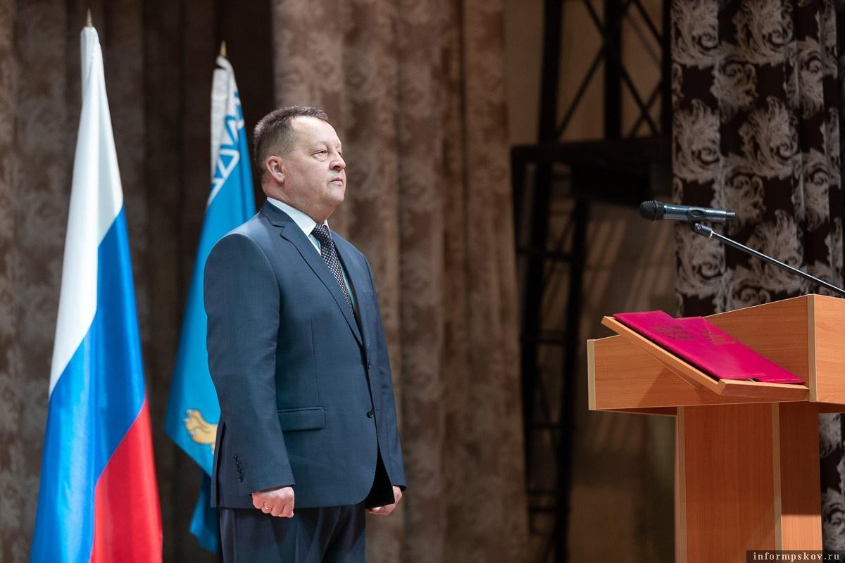 Юрий Семенов вступил в должность главы Порховского района. Фото Сергея Герасимова