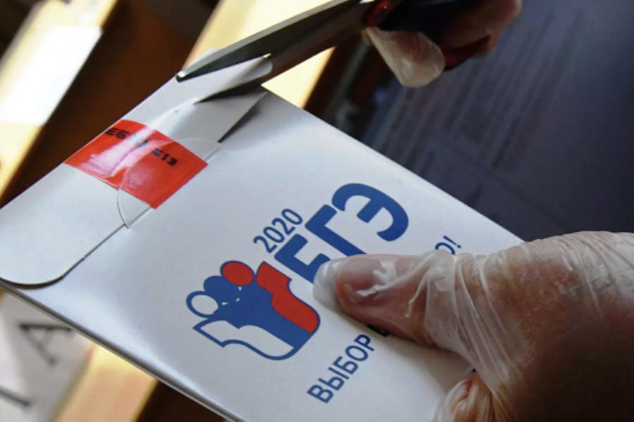 Ежегодное сравнение опросов показало, что респондентов против ЕГЭ становится всё больше. Фото РИА Новости