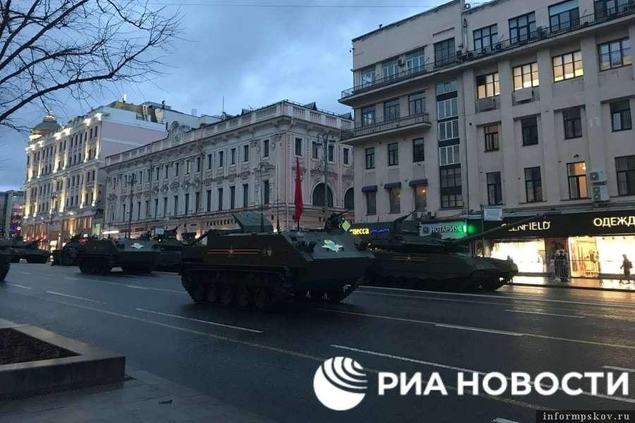 Техника ждёт сигнала к отправке. Фото РИА Новости