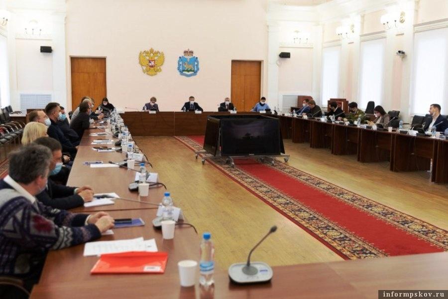 В администрации Псковской области обсудили проект установления памятника Александру Невскому. Фото областной администрации