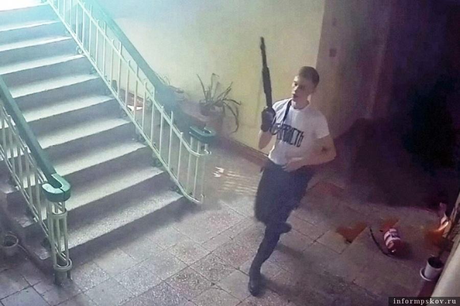 Стрелок Керченского политехнического колледжа. Фото с камер наблюдения