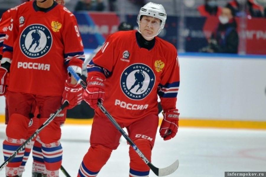 С разгромным счётом победила команда «Легенды хоккея» с Владимиром Путиным. Фото Legion-Media