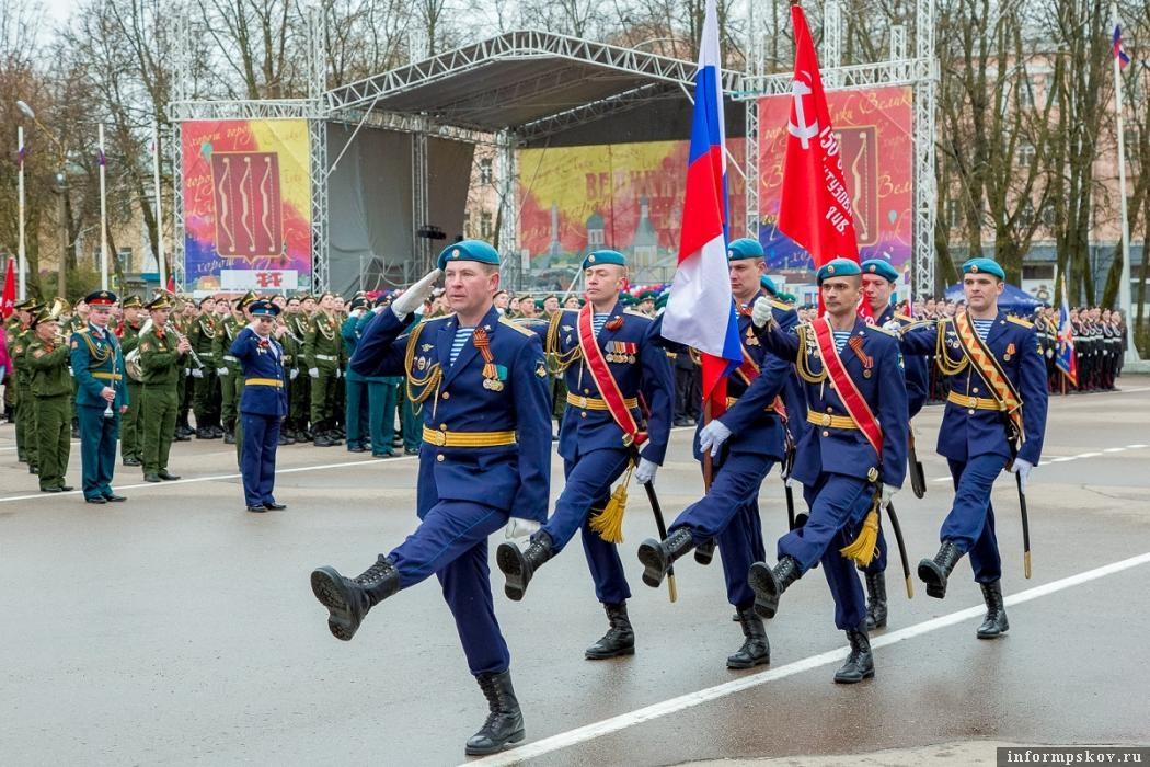 Парад Победы в Великих Луках, 2017 год. Фото: Александр Воробьев