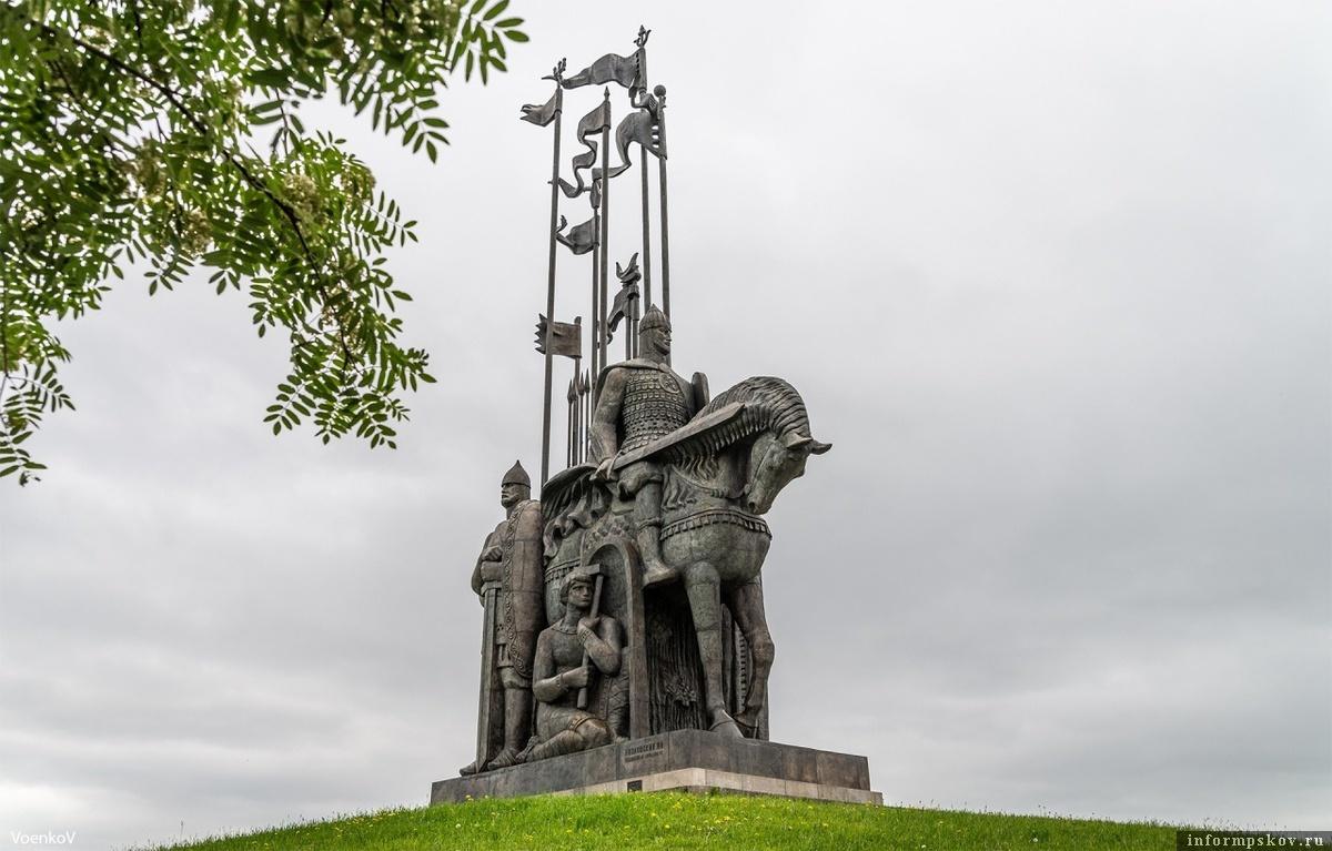 Монумент Ледовое побоище. Фото предоставлено ТИЦ Псковской области.