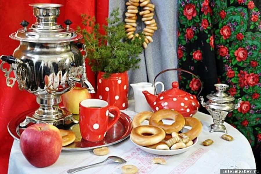 Чай не только согревает, он объединяет! Фото газеты «Наш путь»