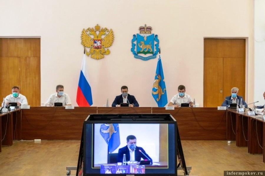 В профилактической работе с молодёжью нужны новые формы, уверен губернатор. Фото пресс-служба администрации Псковской области