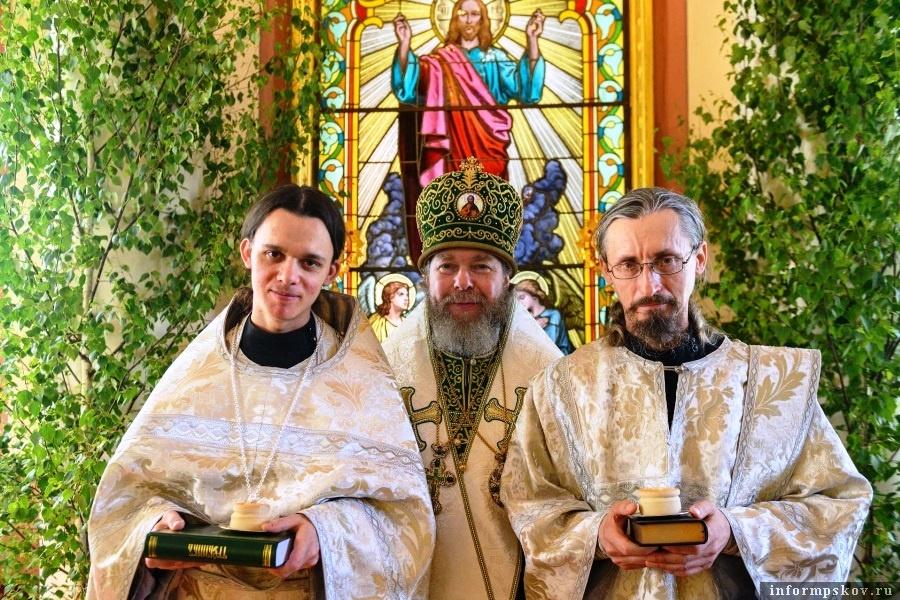 Роукоположенные монахи с митрополитом Тихоном. Фото Вконтакте
