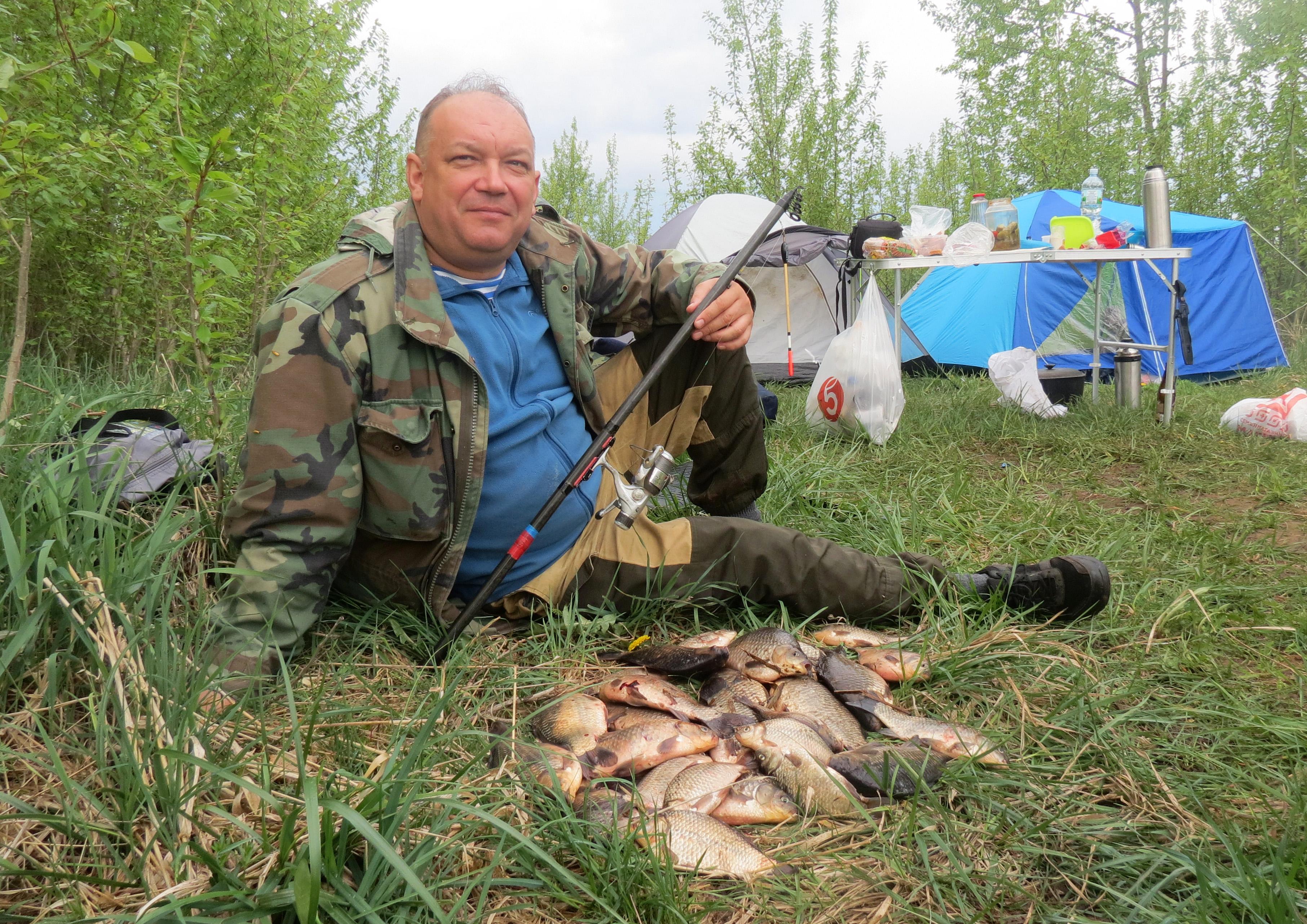 В первый день нашей рыбалки у моих товарищей оказался великолепный улов. Фото автора.