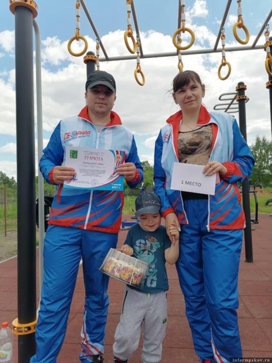 Семья Воробьёвых, взявшая первое место. Фото  газета «Восход».