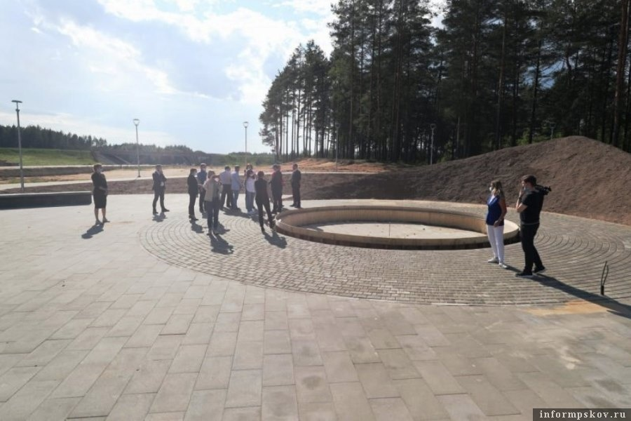 Основание для монумента «Зарождение Знамени Победы» . Фото пресс-службы администрации Псковской области