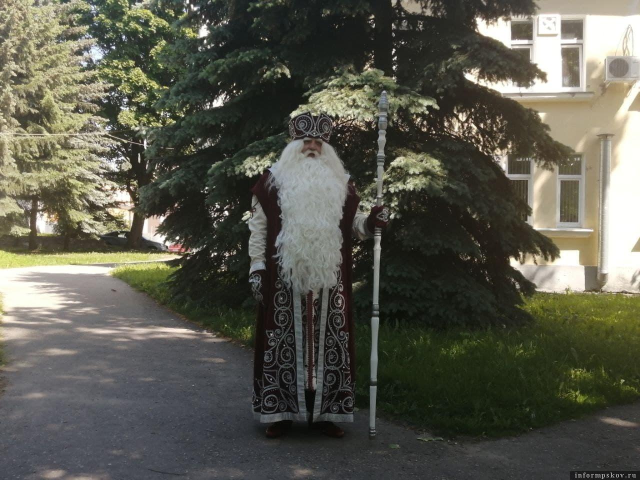 Дед Мороз встретился с депутатами и журналистами. Фото ПАИ.