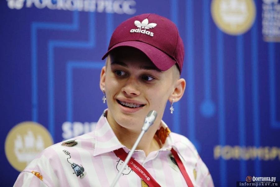 Милохин говорил больше всех и игрался микрофоном. Фото Павел Каравашкин / Фонтанка.ру