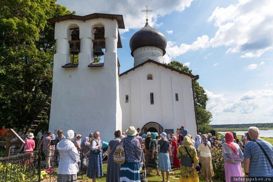 Фестивали колокольного звона всегда привлекают множество людей. Фото пресс-службы администрации Псковской области