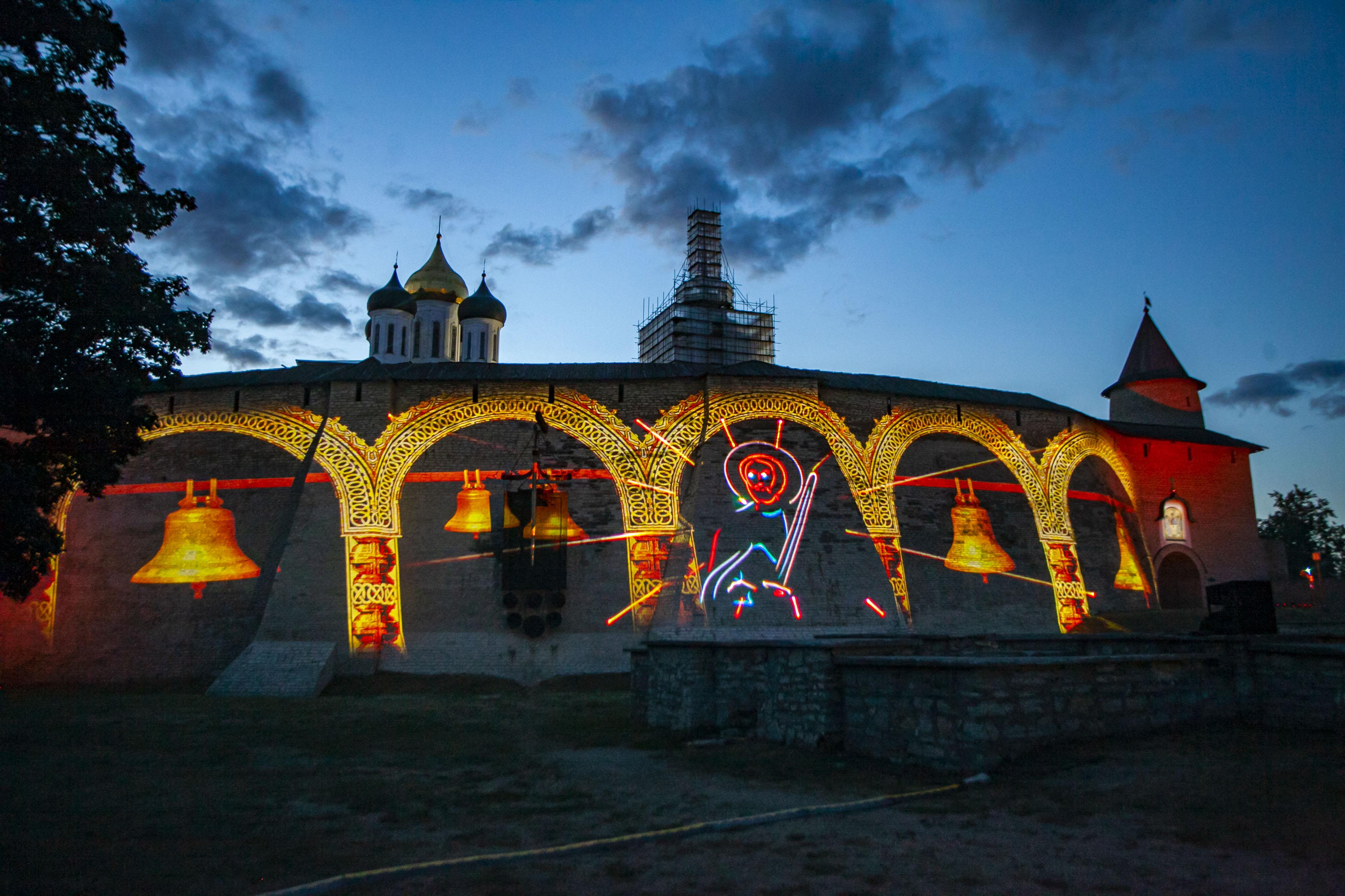 Лазерное шоу в Пскове. Фото Арсения Тимашова.