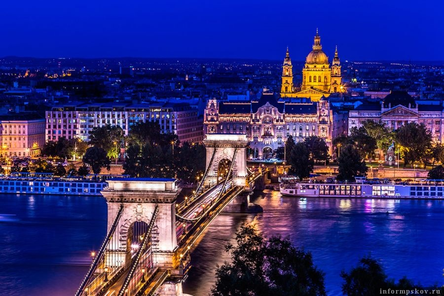 Ночной Будапешт. Фото S-F/shutterstock.com