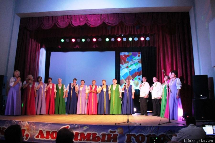 В Новосокольниках состоялся праздничный концерт ко Дню города. Фото газеты