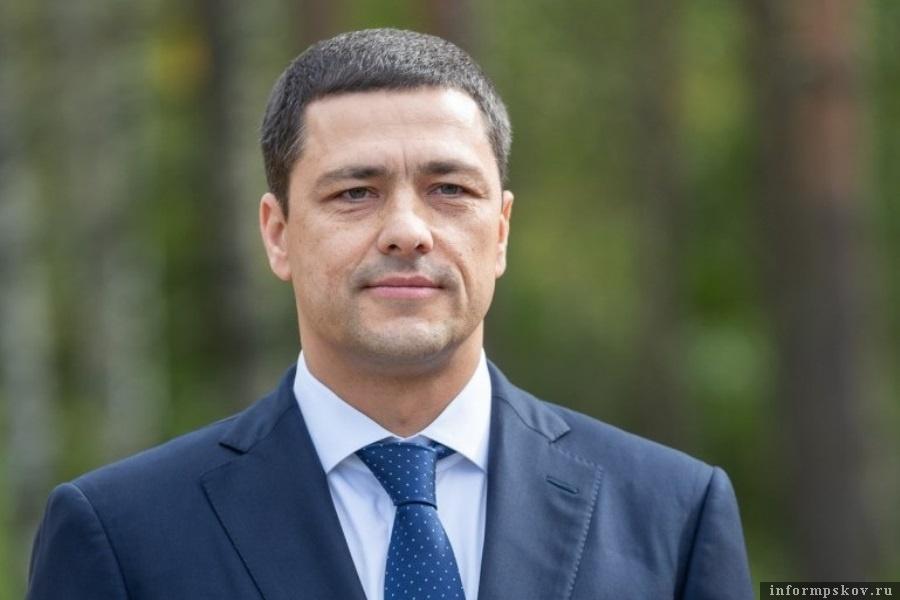 Михаил Ведерников поручил рассматривать заявки на пособия без задержек. Фото ПАИ