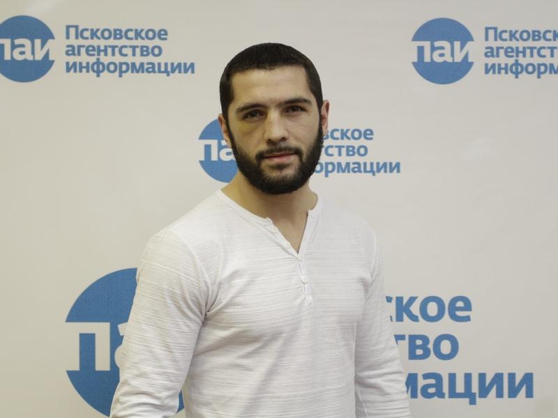 Артур Акавов