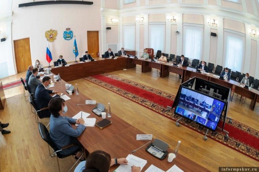 Губернатор обсудил возможность профориентации отдельных категорий граждан. Фото пресс-служба администрации Псковской области
