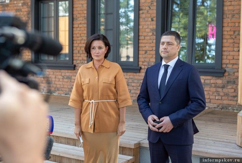 Светлана Чупшева и Михаил Ведерников. Фото пресс-службы администрации Псковской области