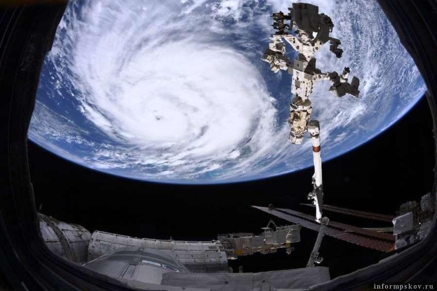 Огромное пространство урагана хорошо было видно из космоса. Фото Telegram