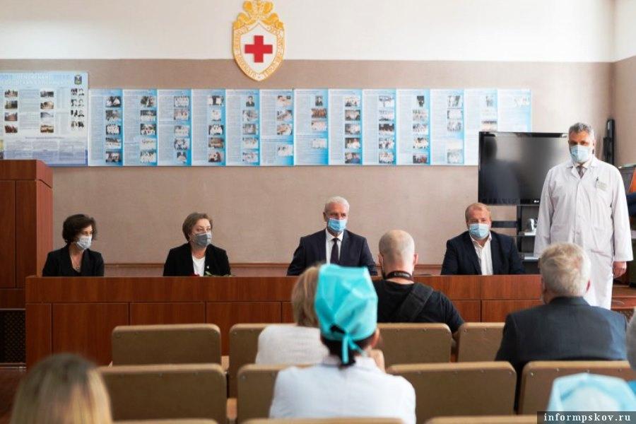 Торжественное мероприятие прошло в Псковской городской больнице по случаю 120-летия с момента основания медучреждения. Фото пресс-служба администрации Псковской области