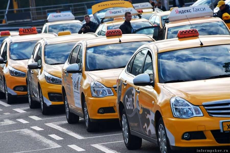 Минтранс урегулирует отношения агрегаторов такси и пользователей. Фото КП