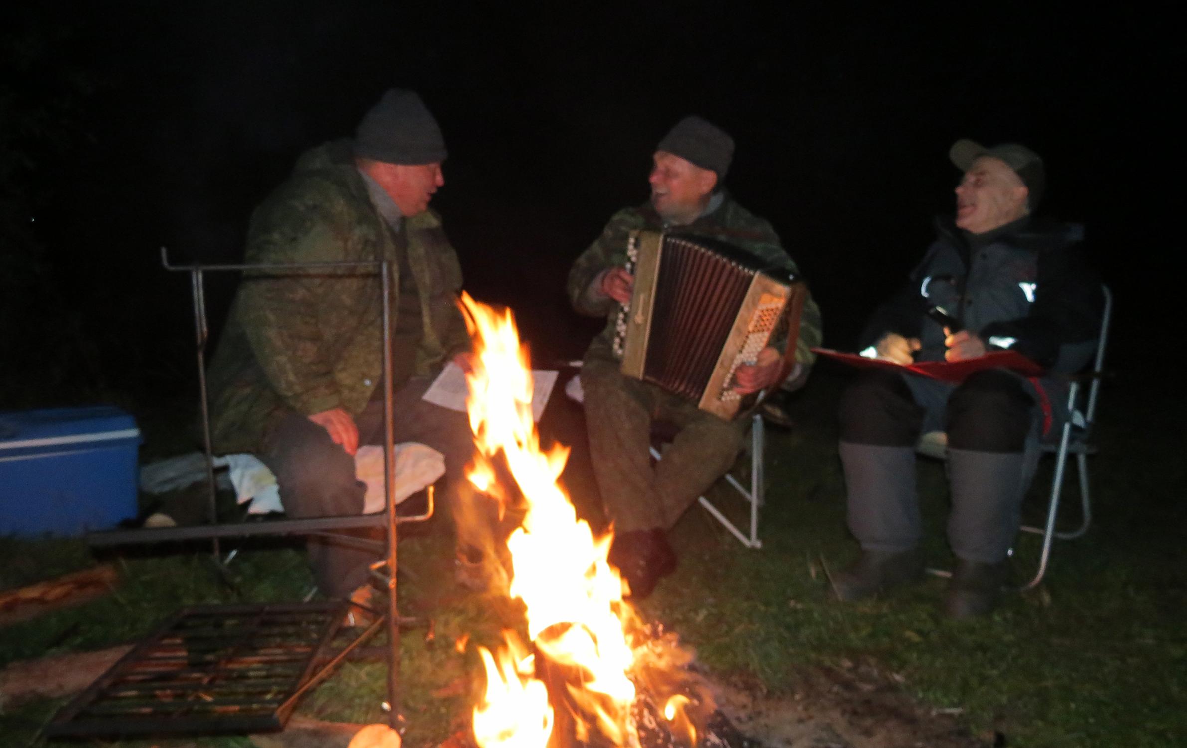 Наш рыбацкий «ансамбль» знают многие чудские рыбаки. Фото автора