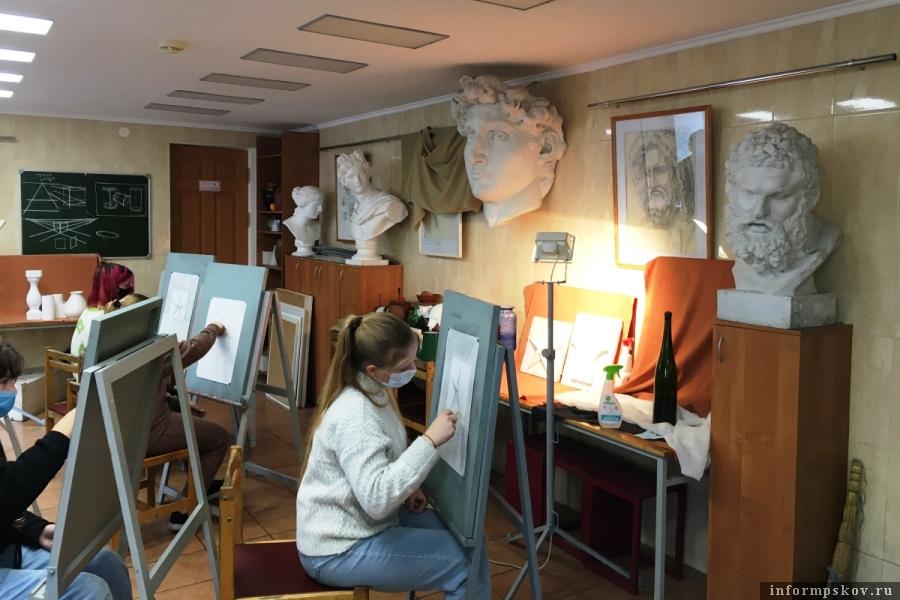 В следующем году детской художественной школе в Пскове исполнится 55 лет. Фото Комитет по культуре Псковской области