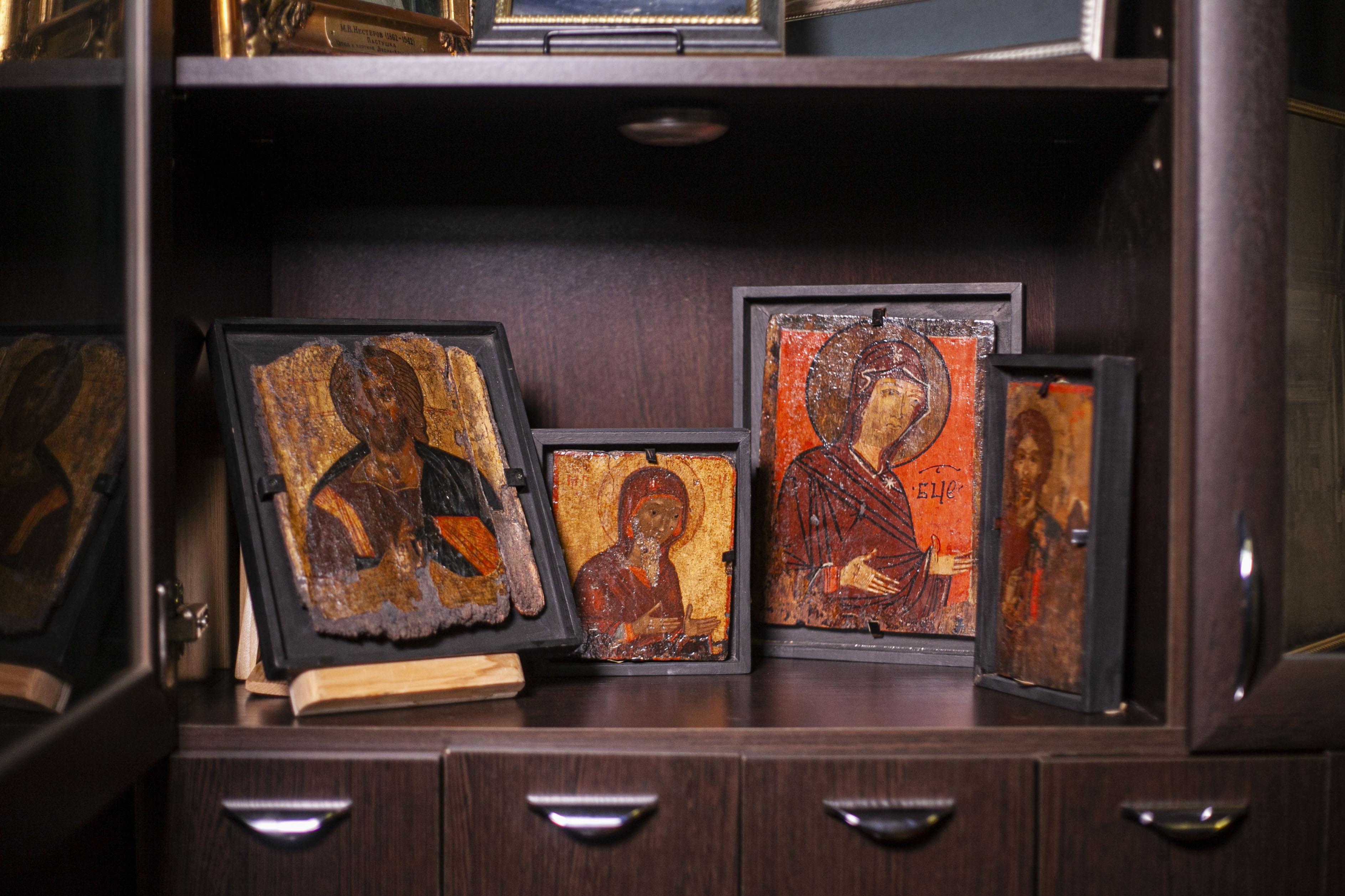 Те самые найденные иконы, которые сейчас хранятся в музее-заповеднике. Фото Арсения Тимашова