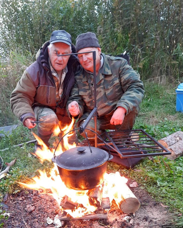 Костёр горит, уха кипит – значит, рыбалка состоялась. Фото автора
