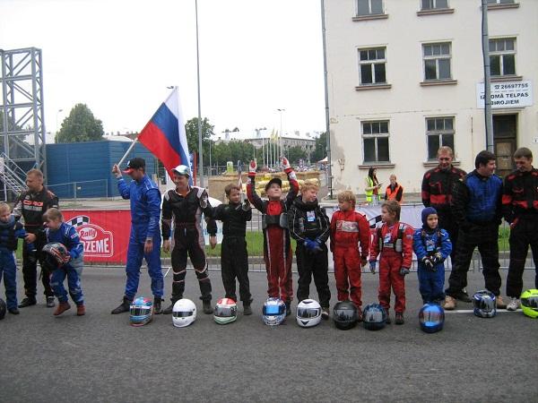 На фото: участники турнира (фото с официальной группы псковской команды)