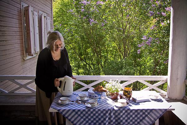 На фото: Татьяна Николаевна на террасе дома