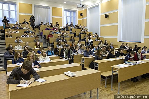 На фото: студенты ПсковГУ