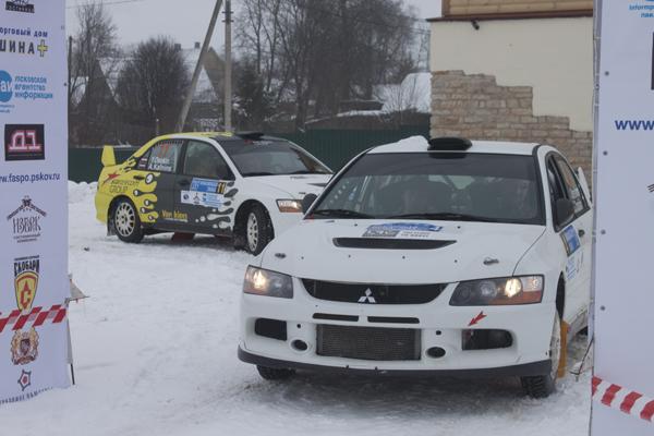 На фото: Алексей Мерсиянов и Георгий Трошкин на старте