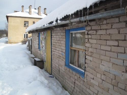 На фото: дом Юлии Кузьминой в Гдове (Фото Никиты Сатакова, Комсомольская правда-Псков)