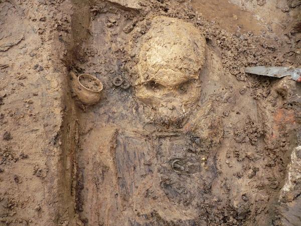 На фото: находка (фото с сайта Археологического общества Псковской области)