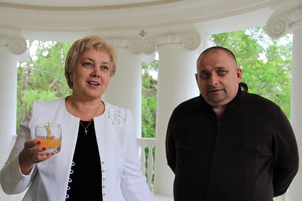 Заместитель губернатора Вера Емельянова и глава Порховского района Виктор Степанов.