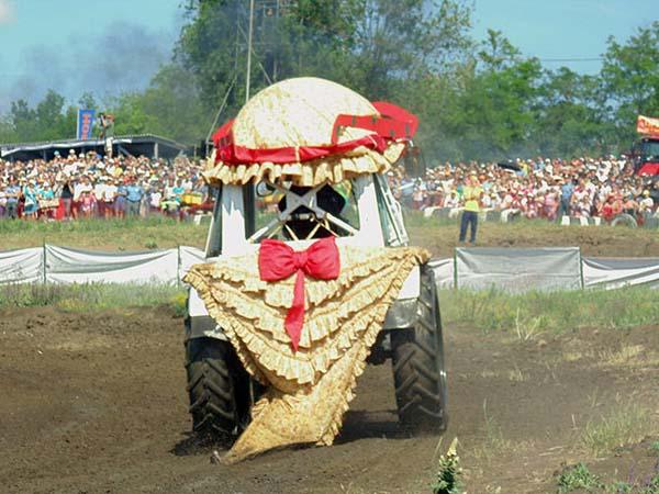 На фото: трактор Ольги Стебиховой. Фото с сайта smartnews.ru