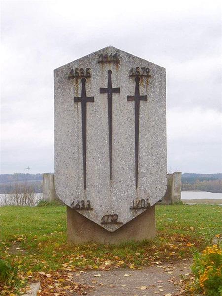 Старый, демонтированный несколько лет назад знак на Замковой горе